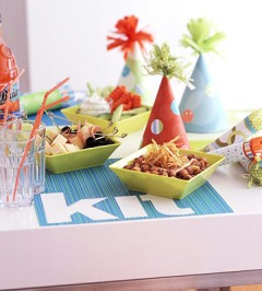 http://www.bhg.com/holidays/new-years/decorating/family-friendly-new-years-party/#page=8